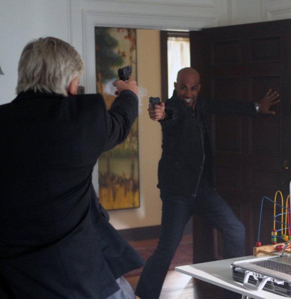 Philippe Brenninkmeyer and Boris Kodjoe in Undercovers (2010)