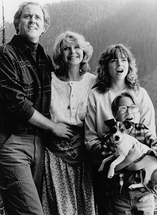 John Lithgow, Melinda Dillon, Margaret Langrick, and Joshua Rudoy in Harry and the Hendersons (1987)