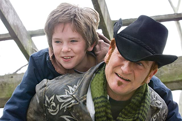 Robin Williams and Freddie Highmore in August Rush (2007)