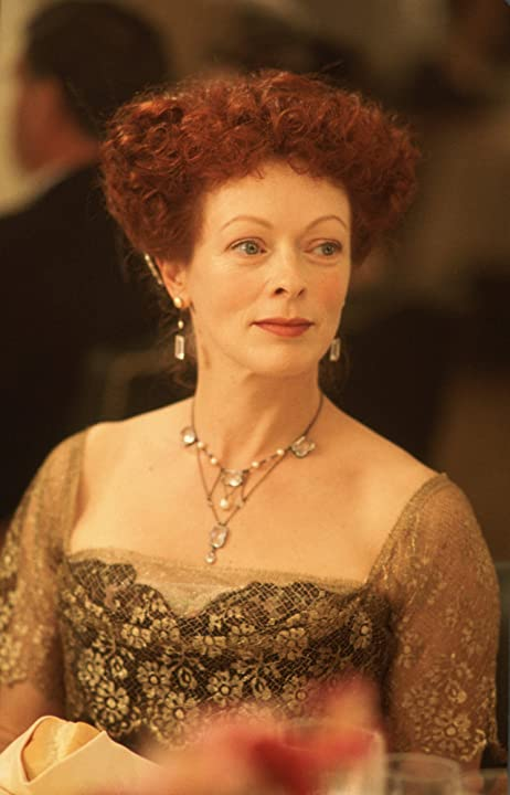 Frances Fisher in Titanic (1997)