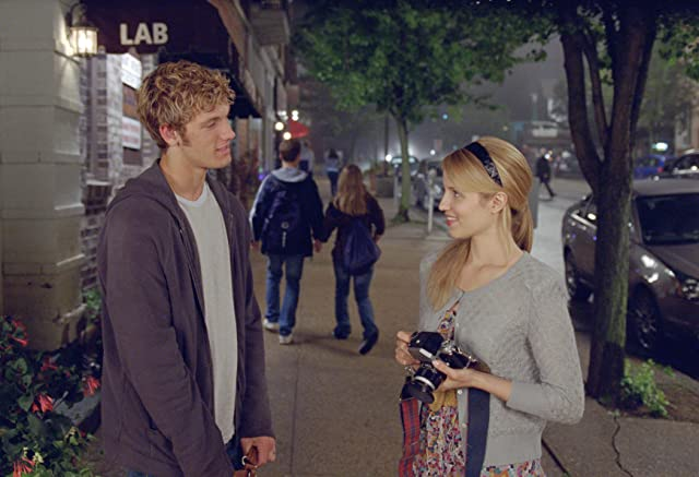 Alex Pettyfer and Dianna Agron in I Am Number Four (2011)