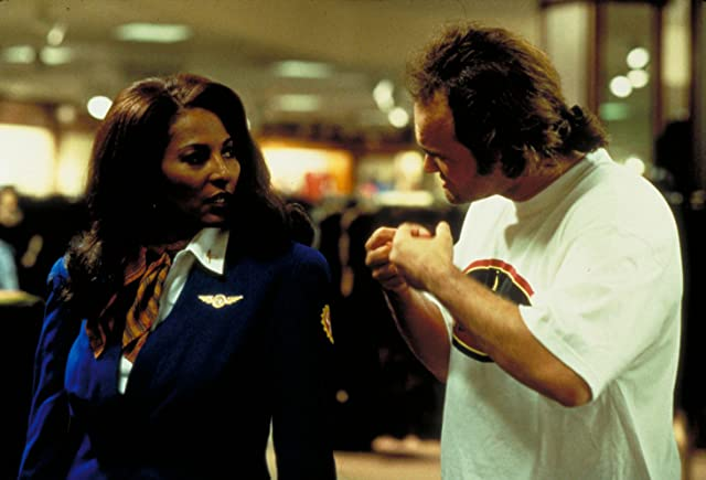 Quentin Tarantino and Pam Grier in Jackie Brown (1997)