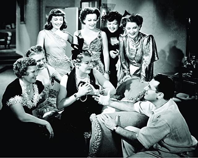 Joan Crawford, George Cukor, Paulette Goddard, Mary Boland, Florence Nash, Phyllis Povah, Rosalind Russell, and Norma Shearer in The Women (1939)