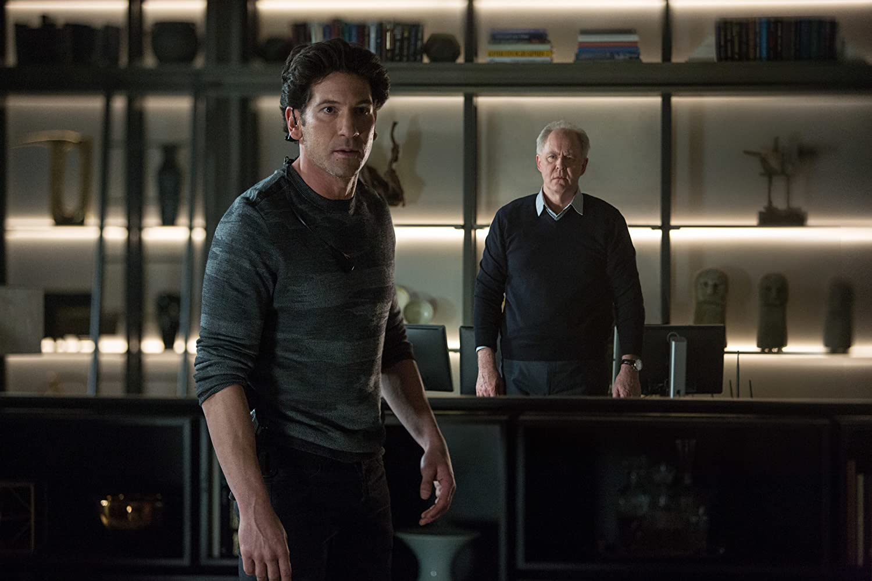 John Lithgow como Lamar Black e John Bernthal como Brax contratado por o anterior para o proteger