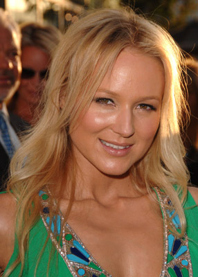 Jewel Kilcher at The Ugly Truth (2009)