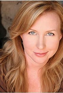 Aktori Amber Gainey Meade