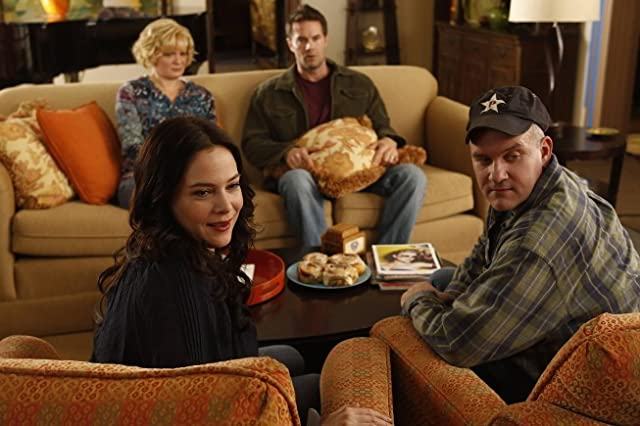 Martha Plimpton, Mike O'Malley, Garret Dillahunt, and Liza Snyder in Raising Hope (2010)