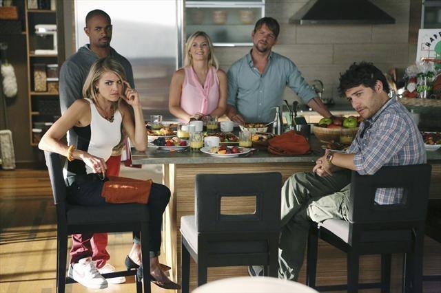 Elisha Cuthbert, Zachary Knighton, Damon Wayans Jr., Adam Pally, and Eliza Coupe in Happy Endings (2011)