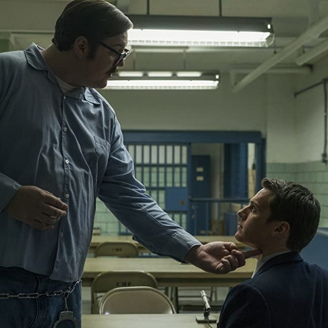 Jonathan Groff and Cameron Britton in Mindhunter (2017)