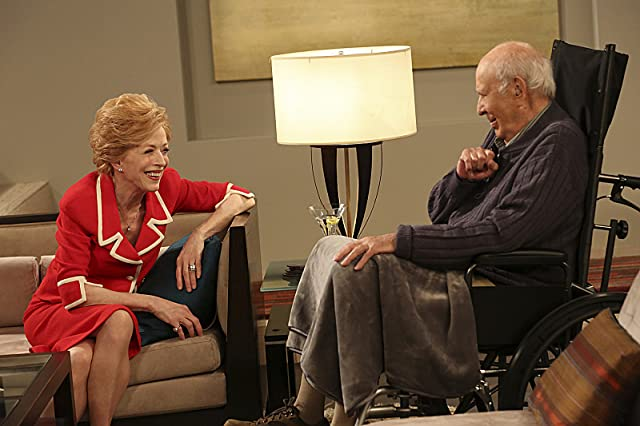 Carl Reiner and Holland Taylor in Two and a Half Men (2003)