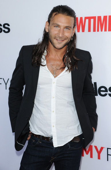 Zach McGowan arrives at the 2013 SHAMELESS ATAS screening and panel discussion.