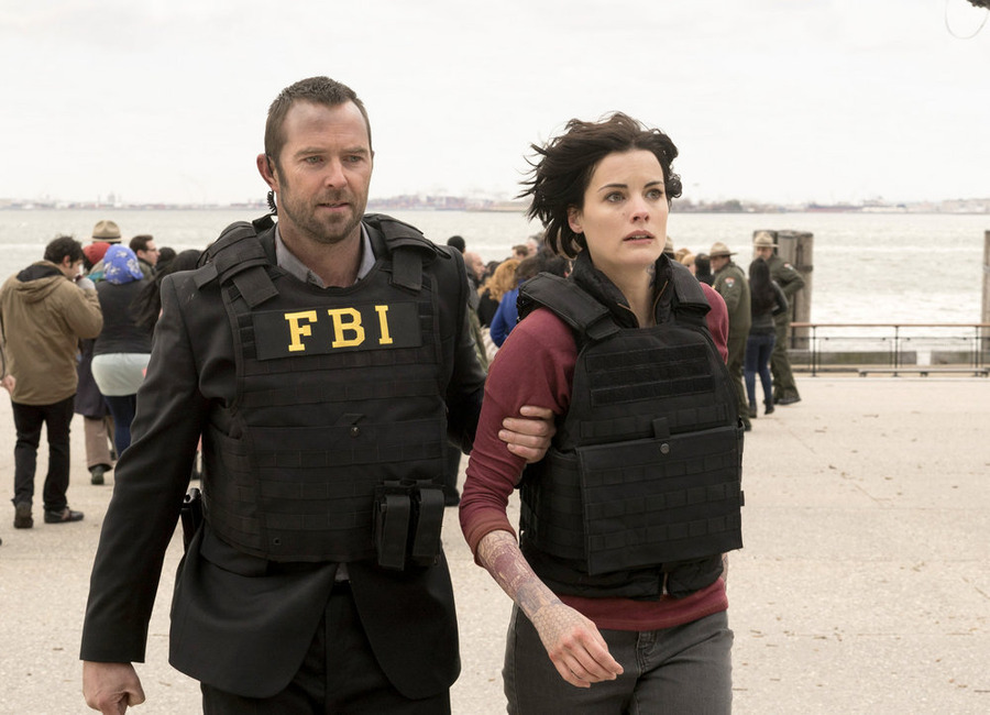 Blindspot S03E02 – Enemy Bag of Tricks, serial online subtitrat în Română