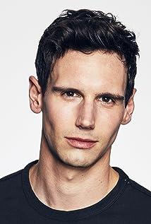 Aktori Cory Michael Smith