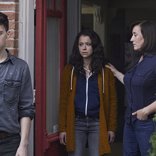 Maria Doyle Kennedy, Tatiana Maslany, and Jordan Gavaris in Orphan Black (2013)