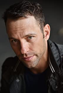 Aktori Joshua Decker