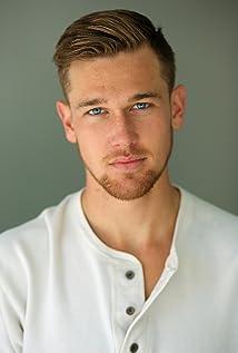 Aktori Taylor John Smith