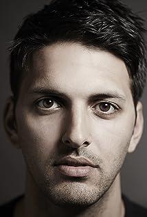 Aktori Shazad Latif