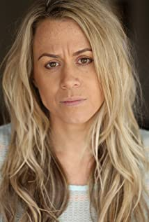 Aktori Naomi Turvey
