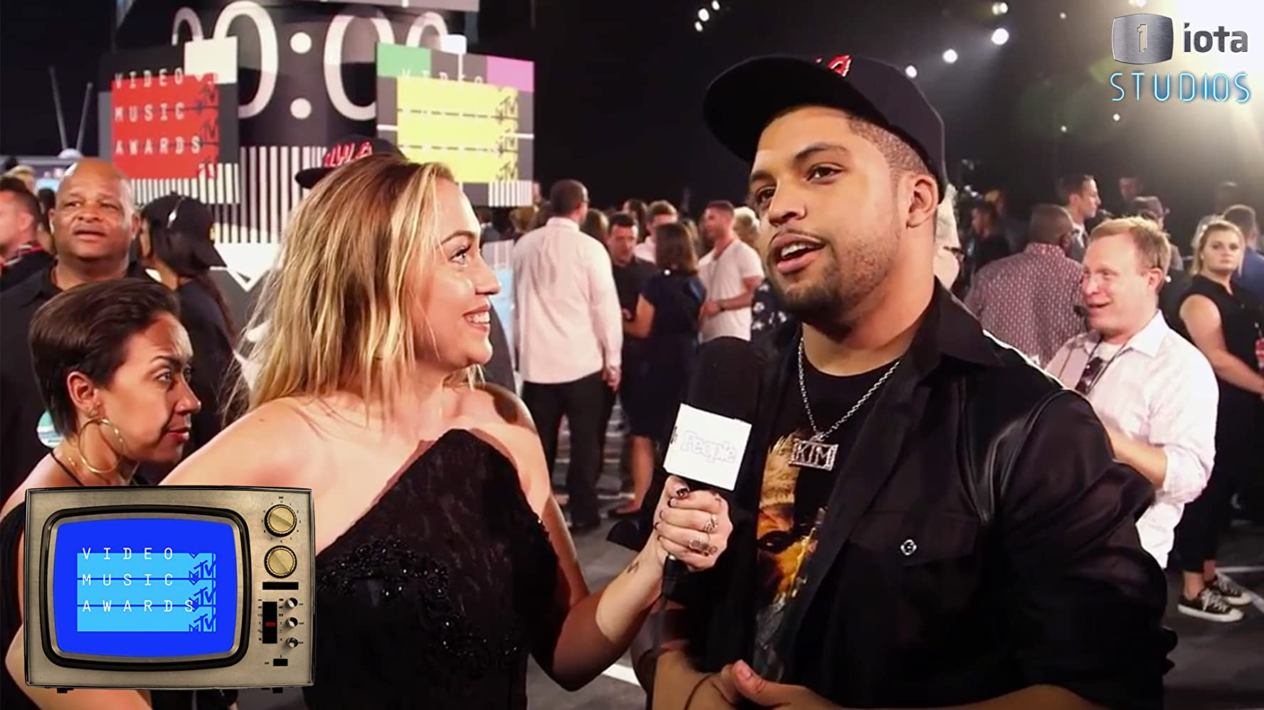2015 MTV VMA Red Carpet Special with Brandi Cyrus and People ...