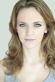 Aktori Lucinda Dryzek