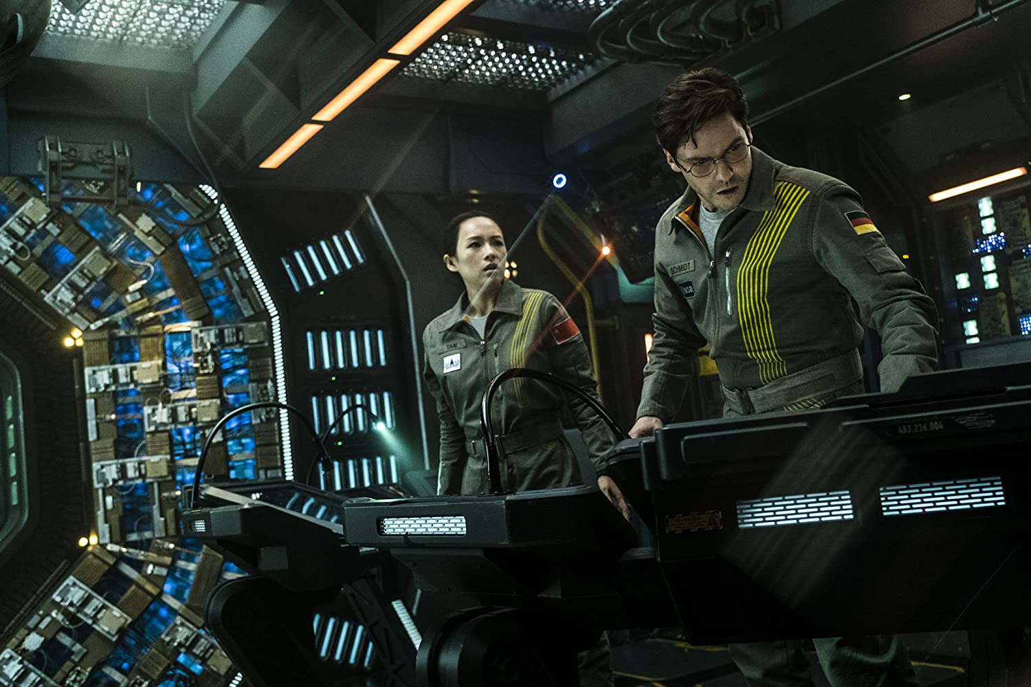 Daniel Brühl and Ziyi Zhang in The Cloverfield Paradox (2018)