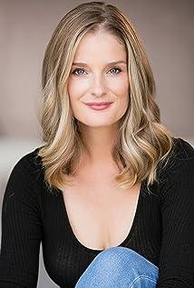 Aktori Elizabeth Sandy