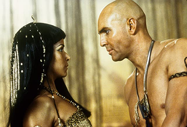 Patricia Velasquez and Arnold Vosloo in The Mummy Returns (2001)