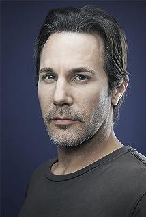 Aktori Darron Meyer