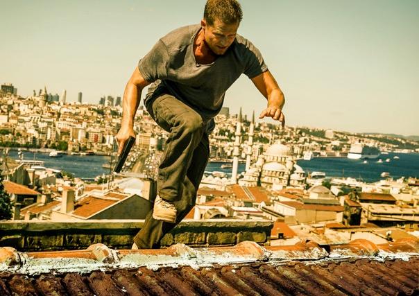 Conexión Estambul (Tschiller: Off Duty)