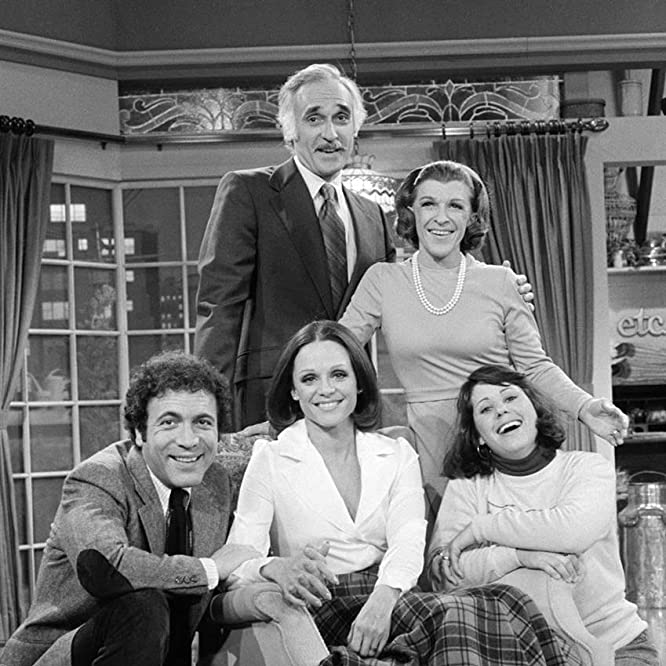 Valerie Harper, Julie Kavner, Harold Gould, David Groh, and Nancy Walker in Rhoda (1974)
