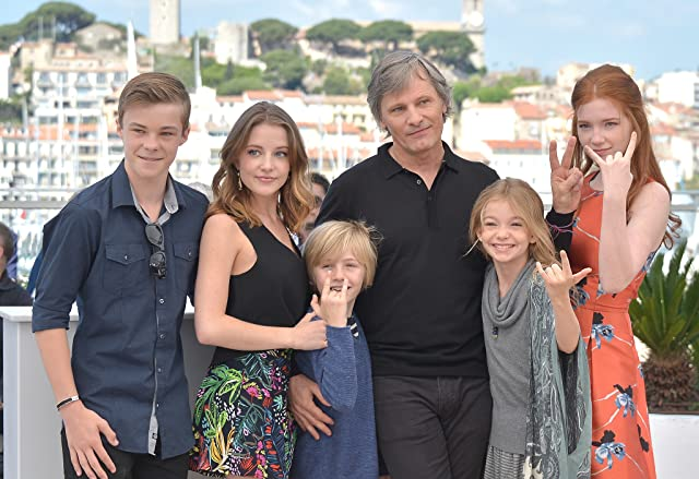 Viggo Mortensen, Annalise Basso, Samantha Isler, Shree Crooks, Nicholas Hamilton, and Charlie Shotwell at an event for Captain Fantastic (2016)