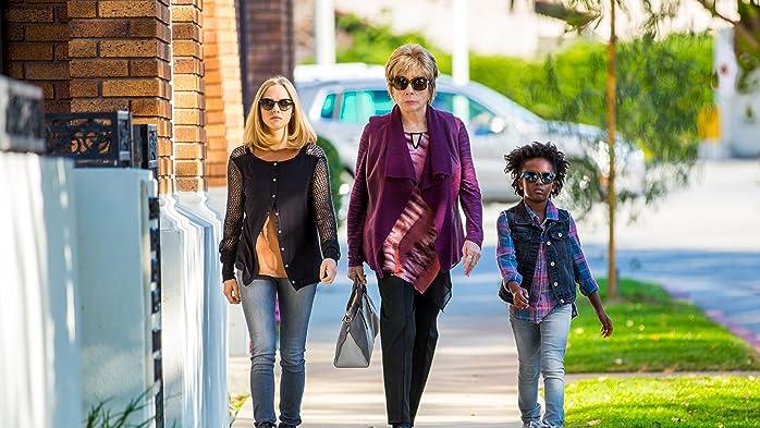 Shirley MacLaine, Amanda Seyfried, and AnnJewel Lee Dixon in Zu guter letzt (2017)