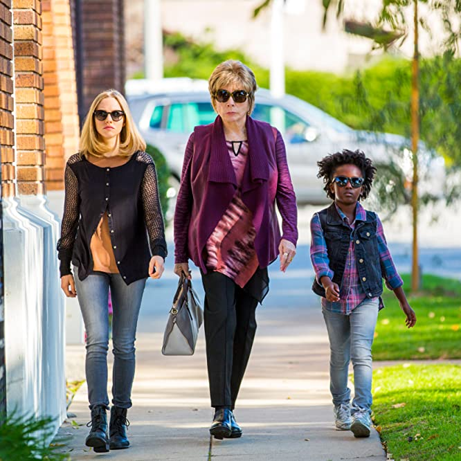 Shirley MacLaine, Amanda Seyfried, and AnnJewel Lee Dixon in The Last Word (2017)