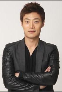 Aktori Hee-joon Lee