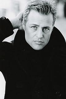 Aktori Louis Mandylor