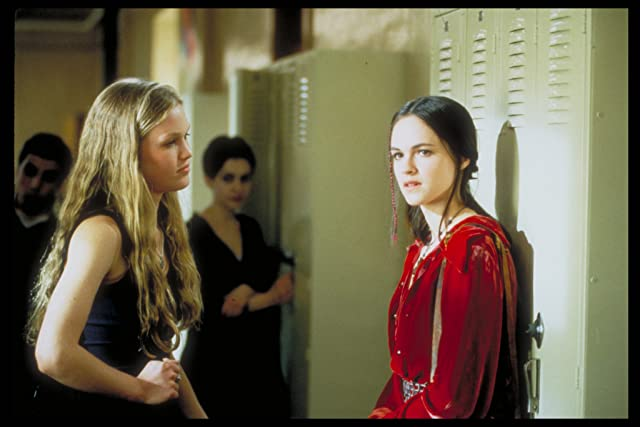Julia Stiles and Susan May Pratt in 10 Things I Hate About You (1999)
