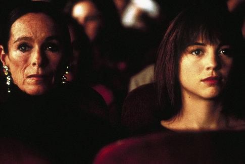 Geraldine Chaplin and Leonor Watling in Talk to Her (2002)
