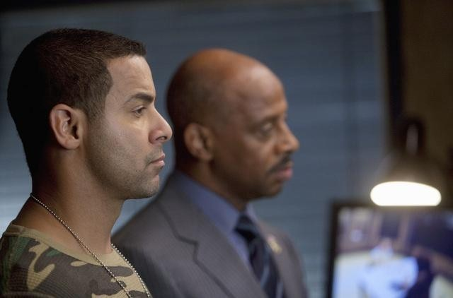 Jon Huertas and Ruben Santiago-Hudson in Castle (2009)