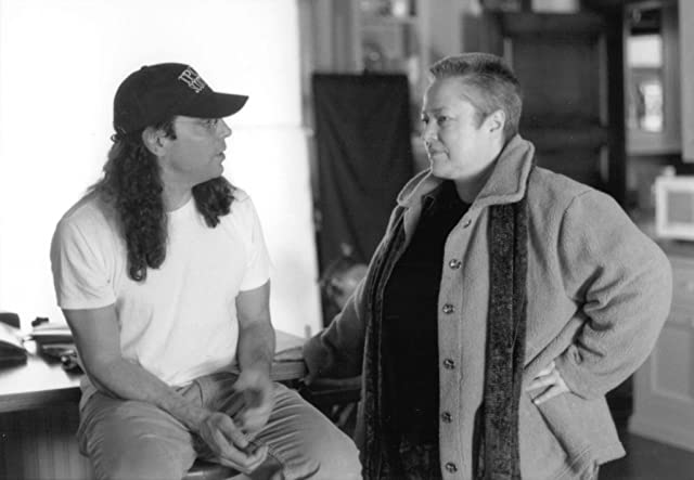 Kathy Bates and Tom Shadyac in Dragonfly (2002)