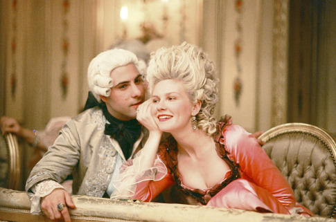 Kirsten Dunst and Jason Schwartzman in Marie Antoinette (2006)