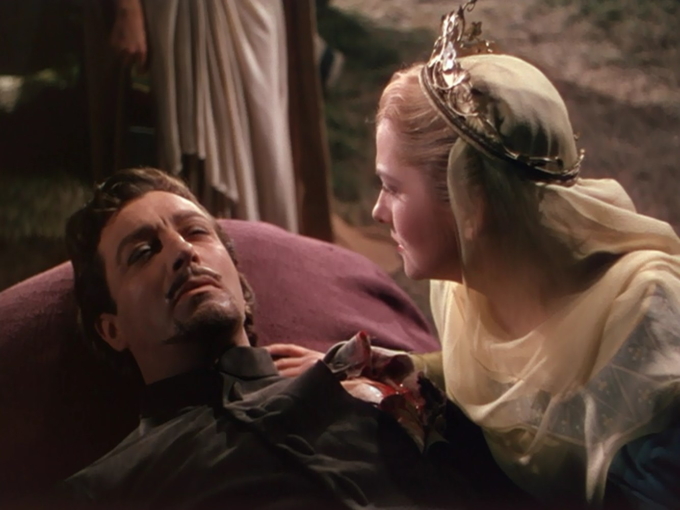 the relationship between ivanhoe and rowena Ivanhoe, sir walter scott - essay sir walter scott  and that the relationship between her and ivanhoe is much more interesting than the conventional match between ivanhoe and rowena in.