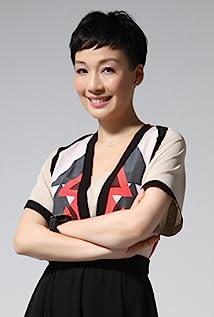 Aktori Elena Kong