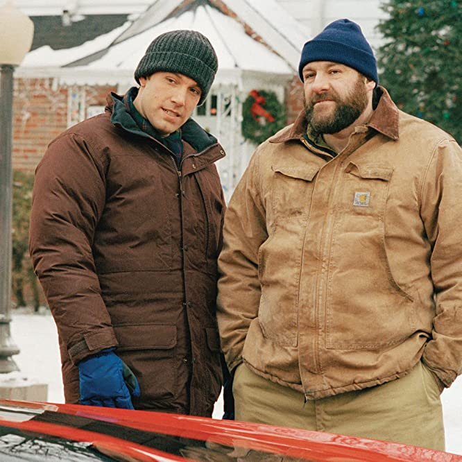 Ben Affleck and James Gandolfini in Surviving Christmas (2004)