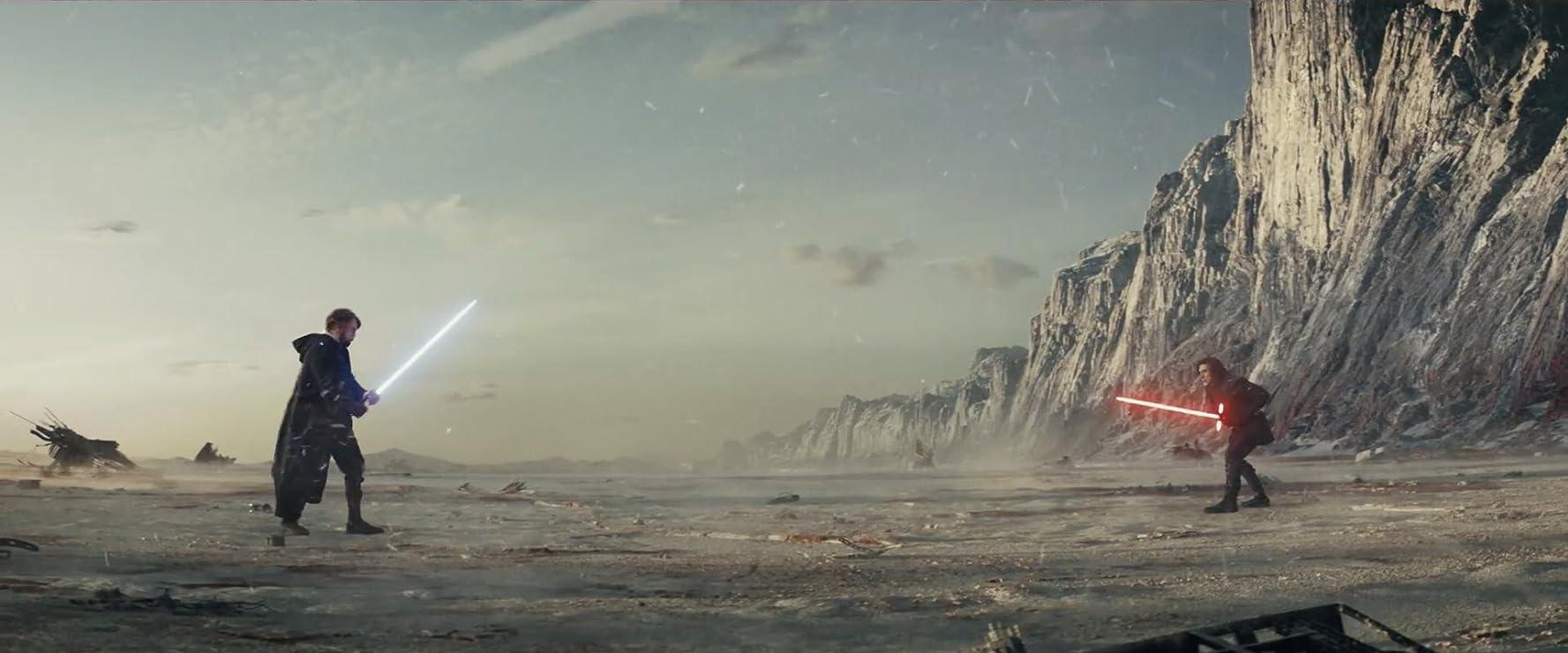 Mark Hamill and Adam Driver in Star Wars: Episode VIII - The Last Jedi (2017)