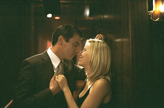 Jonathan Rhys Meyers and Scarlett Johansson in Match Point (2005)
