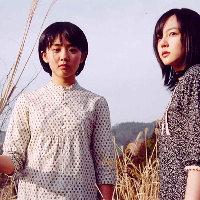 Soo-jung Lim and Geun-young Moon in A Tale of Two Sisters (2003)