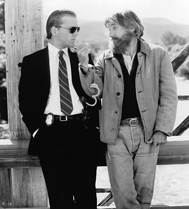 Dennis Hopper and Kiefer Sutherland in Flashback (1990)