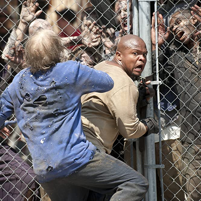 Irone Singleton y Andrew S. McMillan en The Walking Dead (2010)