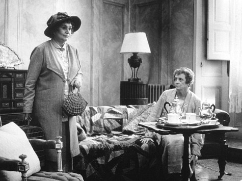 Maggie Smith and Joan Plowright in Tea with Mussolini (1999)