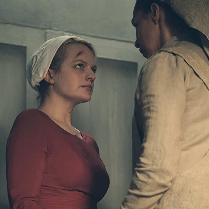 Elisabeth Moss and Amanda Brugel in The Handmaid's Tale (2017)